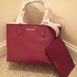 🆕 MICHAEL KORS red/pink reversible tote+ wristlet